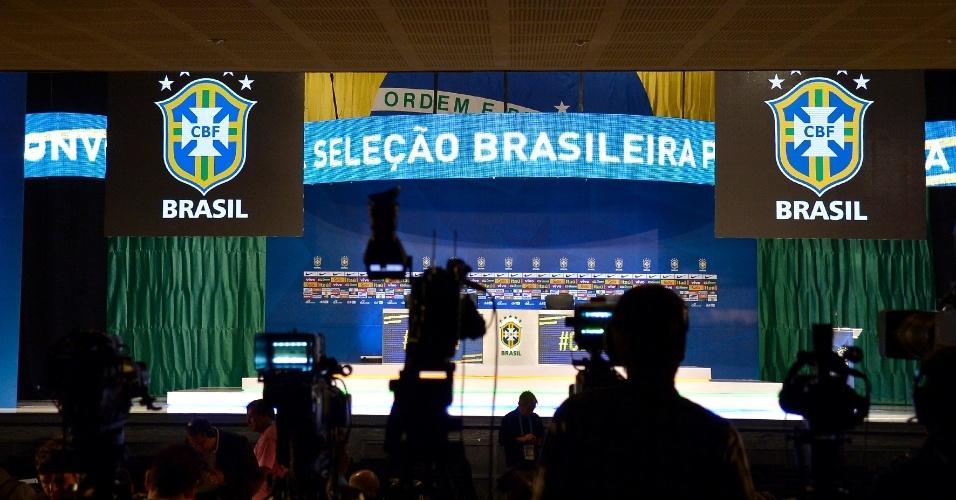 07.mai.2014 - Felipão fará a convocação da seleção brasileira no Rio de Janeiro para a Copa do Mundo; mais de 700 jornalistas de todo o mundo estão presentes