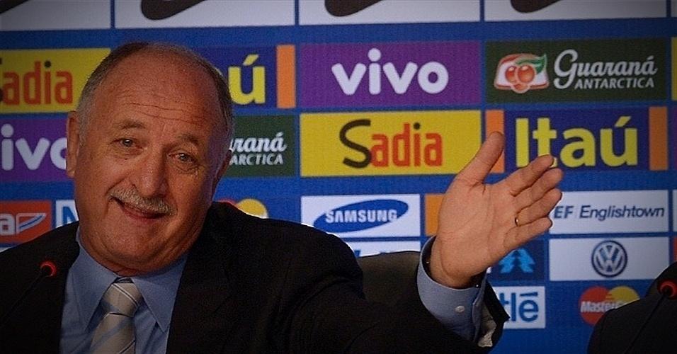 07.mai.2014 - Felipão gesticula enquanto concede entrevista coletiva após anunciar os 23 convocados para a Copa do Mundo
