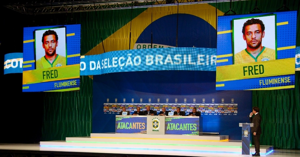 07.mai.2014 - Imagem de Fred, do Fluminense, aparece no telão após Felipão anunciar o seu nome como um dos 23 convocados para a Copa do Mundo