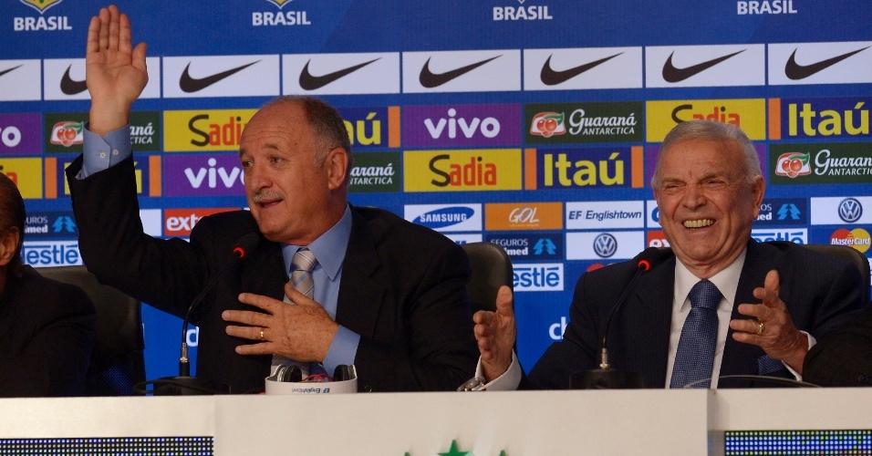 07.mai.2014 - José Maria Marin abre o sorriso durante coletiva do técnico Felipão