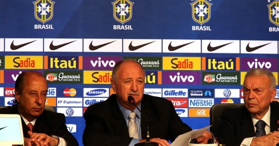 07.mai.2014 - Marco Polo del Nero, Felipão e Jose Maria Marin durante convocação da seleção brasileira para a Copa do Mundo