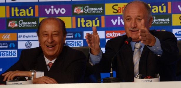 07.mai.2014 - Marco Polo del Nero sorri enquanto Felipão conversa com a imprensa após convocação da seleção