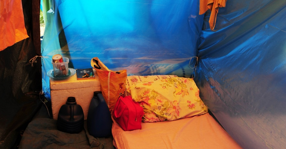 """6 abr. 2014 - Trabalhadores sem-teto de São Paulo montam acampamento """"Copa do Povo"""" a 4 km do Itaquerão"""