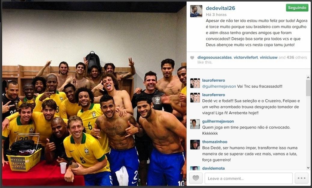 7 maio 2014 - Zagueiro Dedé, que está concentrado com o Cruzeiro em Buenos Aires, deseja sorte aos convocados por Felipão