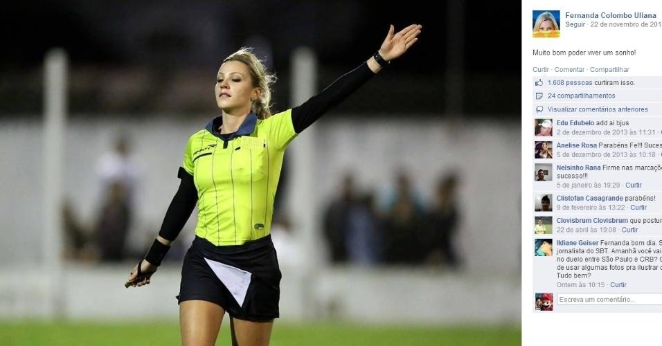 Fernanda Colombo em ação como árbitra em jogo