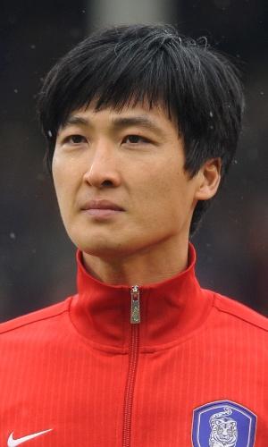 06.fev.2013 - Kwak Tae-Hwi, da Coreia do Sul, fica perfilado antes do amistoso contra a Croácia em Londres