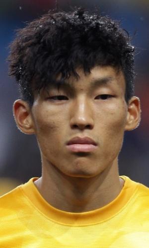 06.set.2013 - Kim Seung-Gyu, goleiro da Coreia do Sul, fica perfilado antes do amistoso contra o Haiti em Incheon