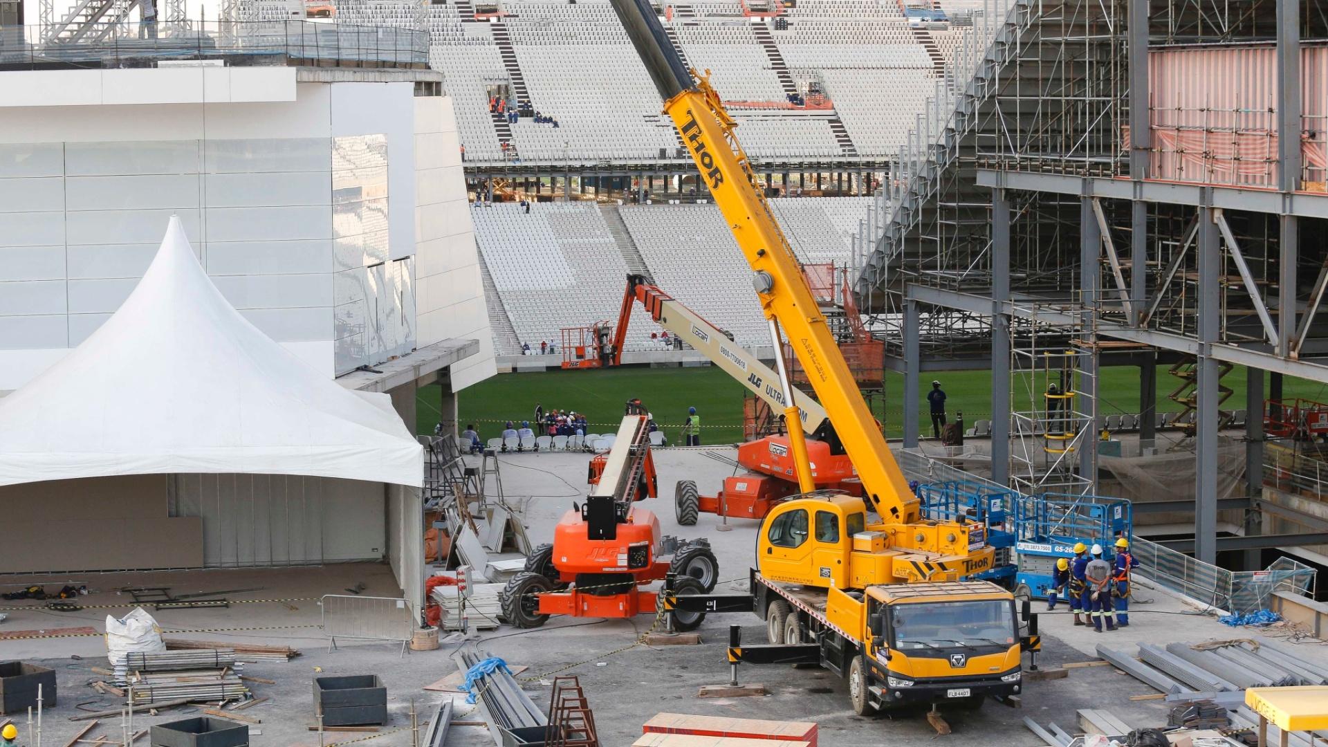 08.05.14 - Obras do Itaquerão no dia da visita da presidente Dilma Rousseff ao estádio de abertura da Copa do Mundo