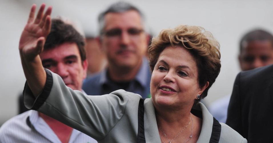 08.05.14 - Presidente Dilma Rousseff acena na visita ao Itaquerão nesta quinta