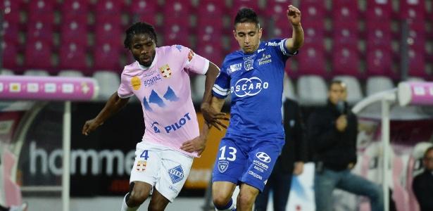 Boudebouz (dir), meia que atua no Bastia, é considerado um dos maiores talentos argelinos