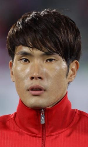15.out.2013 - Han Kook-Young, da Coreia do Sul, canta o hino nacional antes do amistoso contra Mali em Cheonan