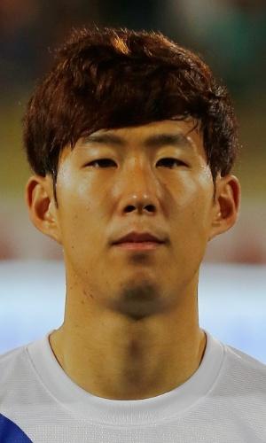 19.nov.2013 - Son Heung-Min, da Coreia do Sul, fica perfilado antes do amistoso contra a Rússia em Dubai