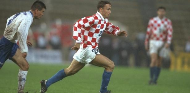 Dario Simic em ação pela Croácia contra a Bósnia em 1996