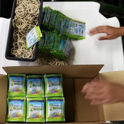 No fim, os pacotinhos são separados e colocados em caixas para depois serem distribuídos pelas cidades