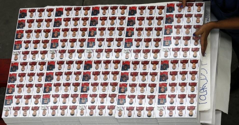 Detalha da imensa quantidade de figurinhas que é  produzida na fábrica da Panini em Barueri