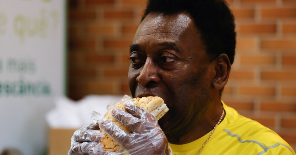 Pelé disse, garoto-propaganda da Subway, disse que seu sanduíche preferido é o de atum