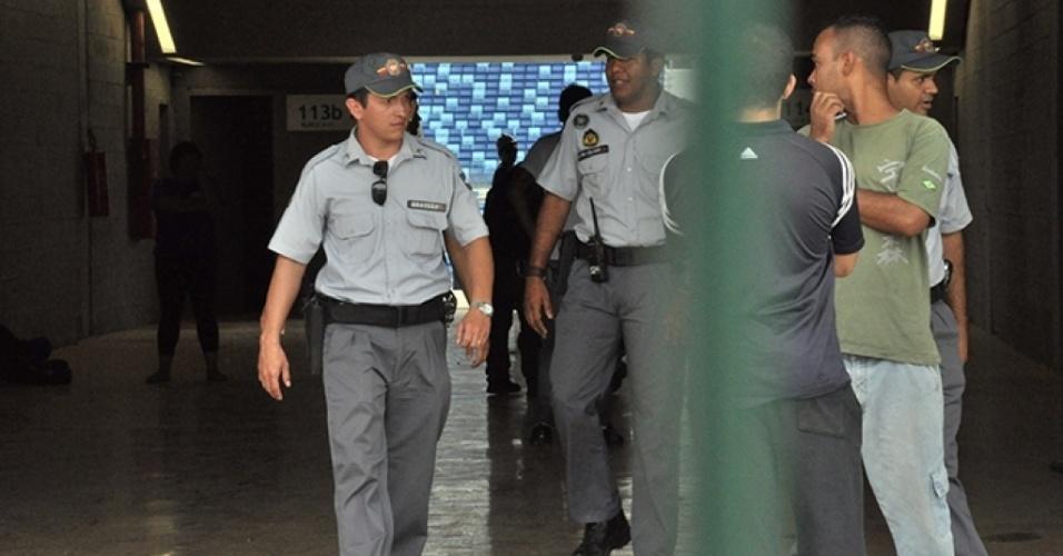 Policiais visitam a Arena Pantanal após morte de operário eletrocutado na obra