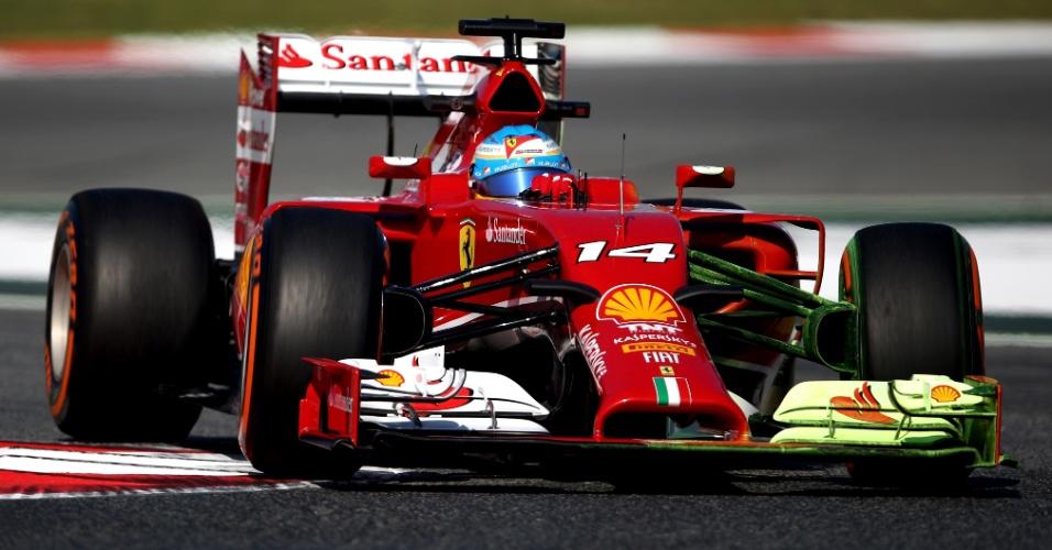 09.mai.2014 - Fernando Alonso conduz sua Ferrari durante sessão de treino livre para o GP da Espanha