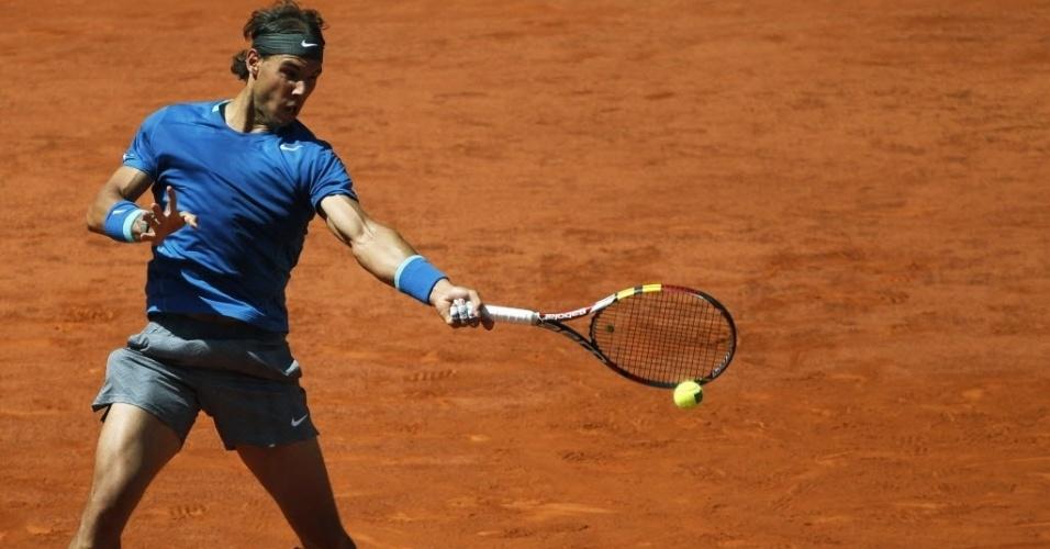 09.mai.2014 - Rafael Nadal rebate a bola durante a partida do Masters 1000 de Madri contra Tomas Berdych