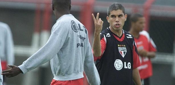 Ricardinho atuou no São Paulo em 2002; transação dá dor de cabeça até hoje