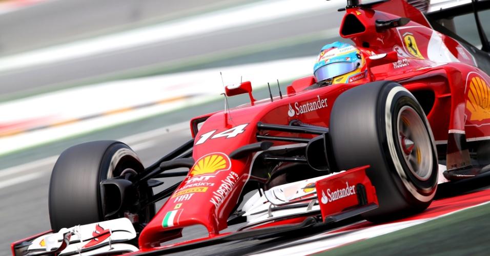 Fernando Alonso foi o terceiro mais rápido na última sessão de treinos livres na Espanha
