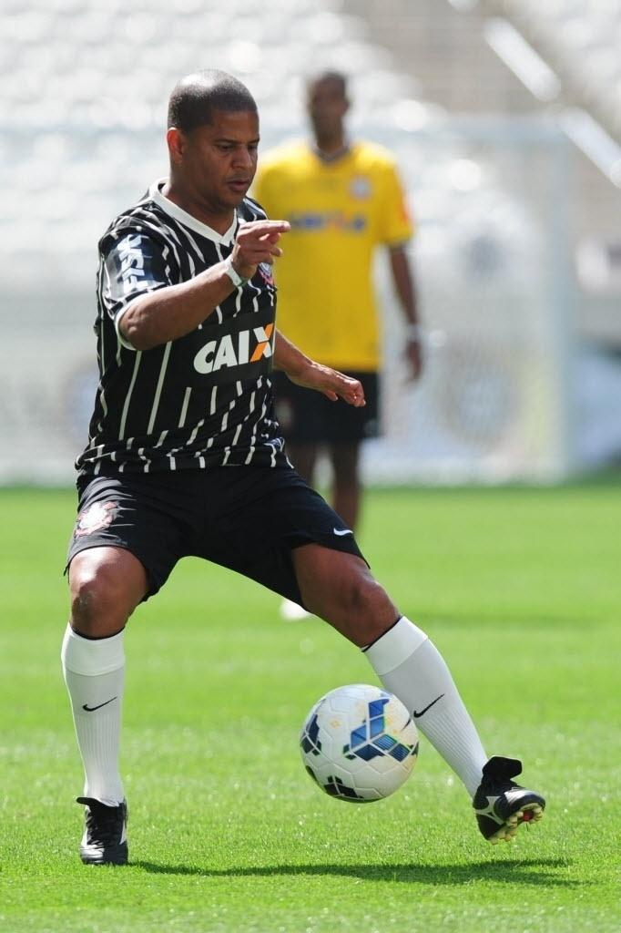 10.mai.2014 - Marcelinho Carioca participa de amistoso na inauguração do Itaquerão
