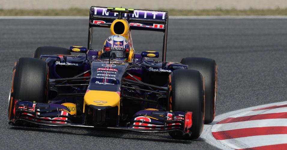 10.mai.2014 - Sebastian Vettel conduz sua Red Bull durante última sessão de treino livre para o GP da Espanha
