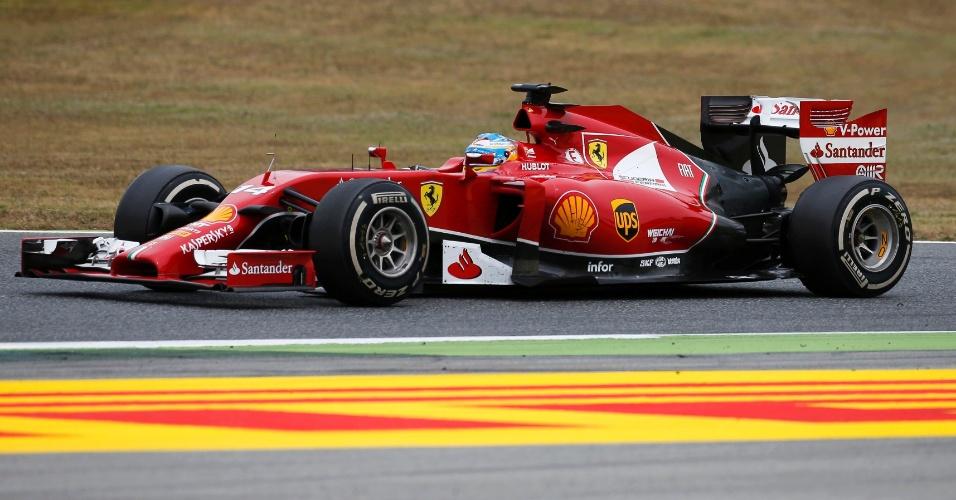 11.mai.2014 - Fernando Alonso acelera sua Ferrari pelo circuito de Montmelò durante o GP da Espanha