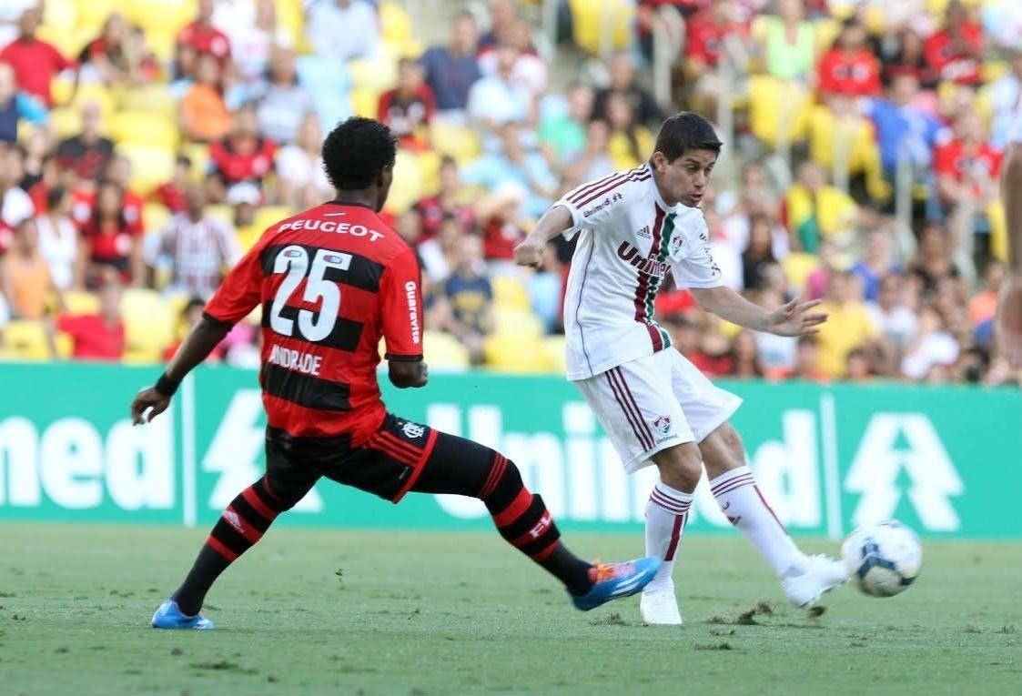 Conca recebe combate de Luiz Antonio no jogo entre Flamengo e Fluminense - 11.05.14