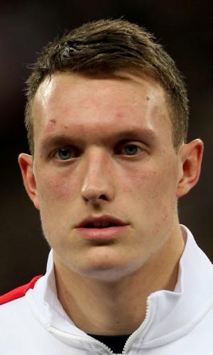 15.nov.2013 - Phil Jones, da Inglaterra, fica perfilado antes do amistoso contra o Chile em Wembley