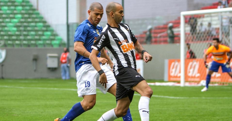 Atacante Diego Tardelli durante a vitória do Atlético-MG sobre o Cruzeiro, por 2 a 1, no Independência, pelo Brasileirão