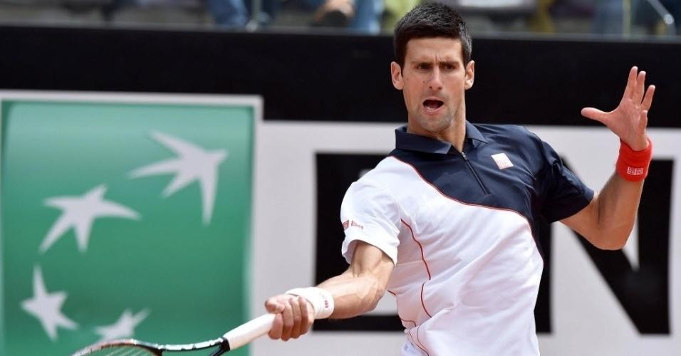 13.mai.2014 - Djokovic durante jogo contra o tcheco Radek Stepanek na sua estreia no Masters 1000 de Roma