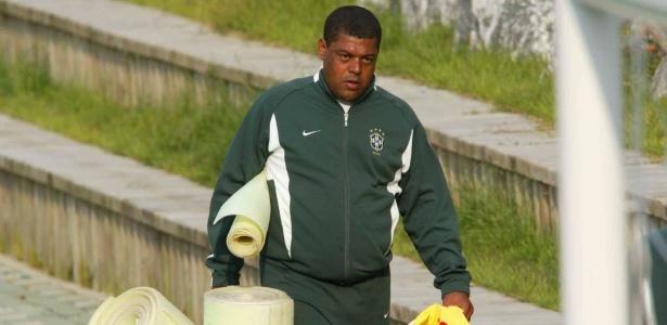Rogelson é roupeiro da seleção brasileira desde 1993