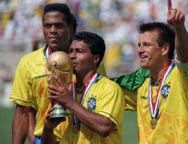 Ronaldão (esq.) recebeu a notícia do Japão e se juntou à seleção  brasileira
