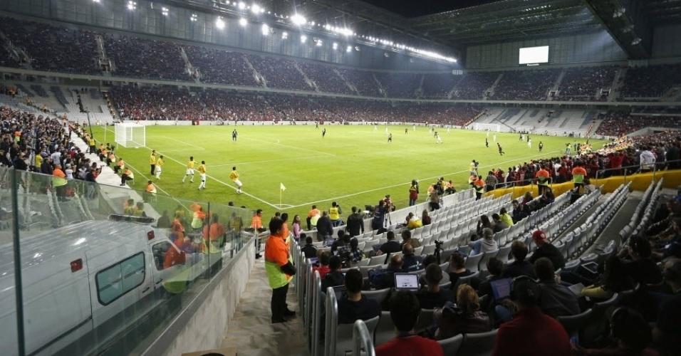 14.mai.2014 - Arena da Baixada recebeu seu primeiro evento-teste para a Copa nesta quarta, no amistoso entre Atlético-PR e Corinthians, vencido pelos paulistas