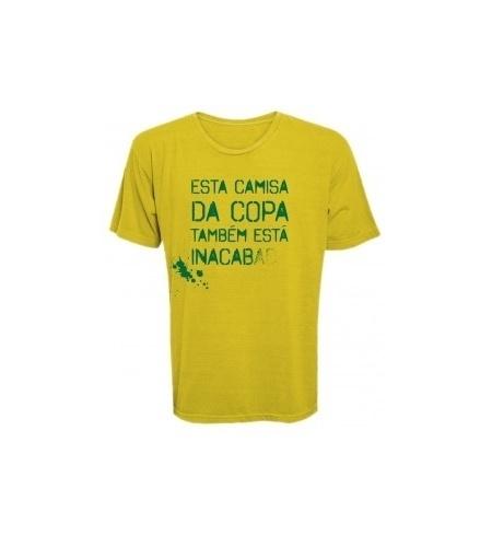 O site Kibe Loco, comandado pelo humorista Antonio Tabet - também da Porta dos Fundos - lançou uma coleção de camisetas com críticas à Copa do Mundo