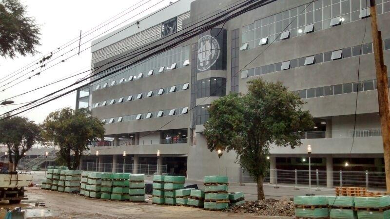 No entorno do estádio, obras seguem em andamento em Curitiba