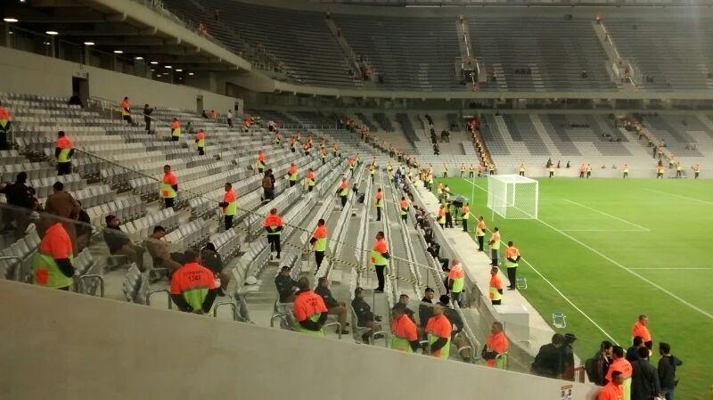Voluntários se preparam para evento teste da Arena da Baixada entre Atlético-PR e Corinthians