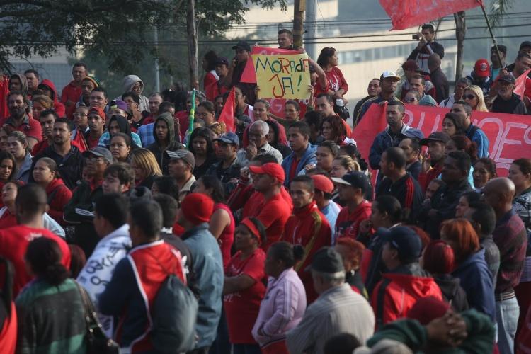 15.mai.2014 - Concentração da manifestação do MTST na ocupação Copa do Povo, na região de Itaquera, zona leste de São Paulo