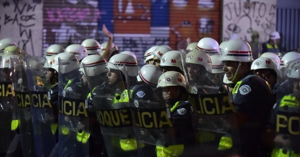 Choque da PM impede passagem de manifestantes em São Paulo