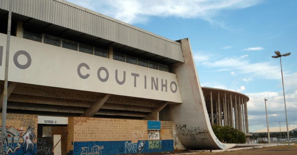 09.mai.2014 - Estádio da Copa em Brasília, o Mané Garrincha fica em um complexo esportivo parcialmente abandonado na capital federal: ginásio condenado e sem planos de reforma fica a menos de 300 metros da arena de R$ 1,9 bilhão