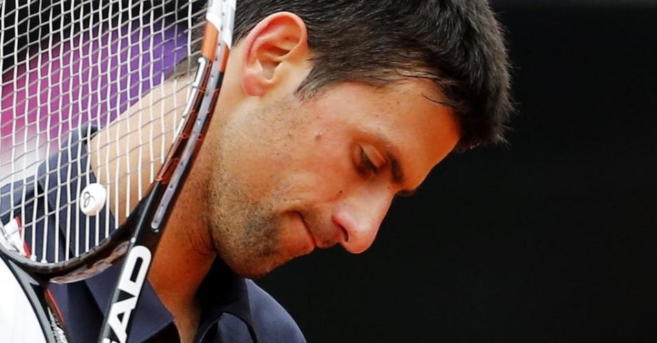 16.mai.2014 - Djokovic lamenta na partida contra David Ferrer pelas quartas de final do Masters 1000 de Roma