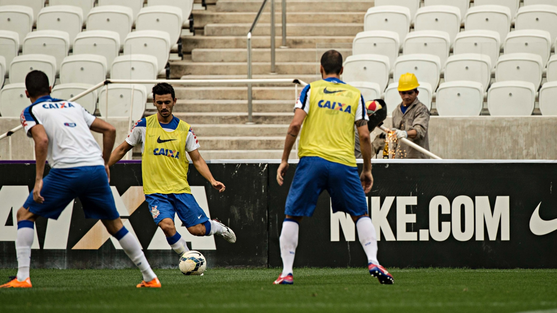 Jogadores do Corinthians realizaram treinamento coletivo no Itaquerão, nesta sexta-feira