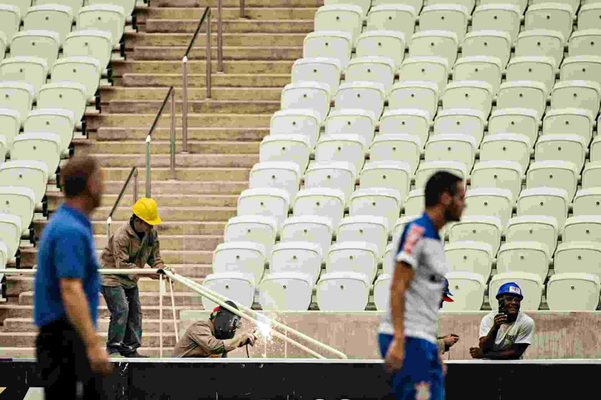 Jogadores do Corinthians realizaram treinamento, nesta sexta-feira, no Itaquerão; estádio terá sua primeira partida oficial no próximo domingo - Eduardo Knapp/Folhapress