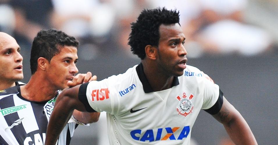 18.mai.2014 - Gil disputa para receber bola durante jogo de inauguração do Itaquerão contra o Figueirense