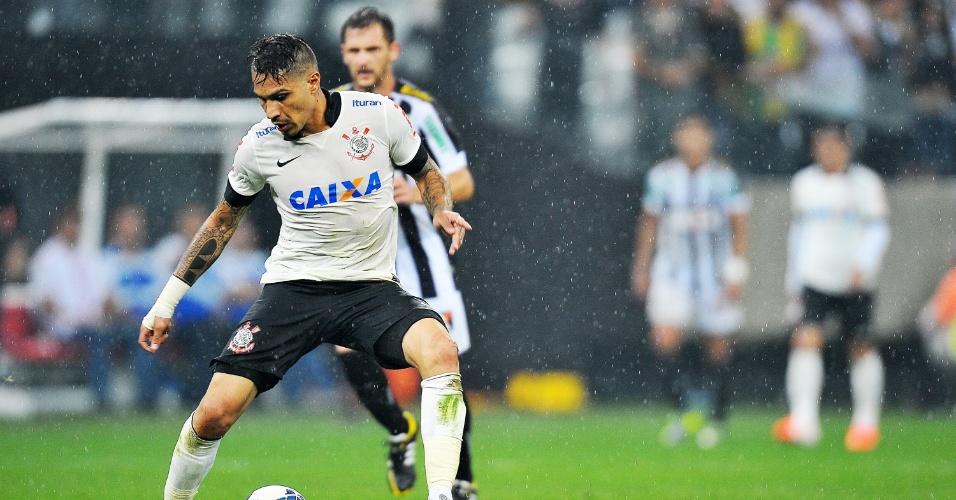 18.mai.2014 - Guerrero é acionado durante jogo de inauguração do Itaquerão entre Corinthians e Figueirense