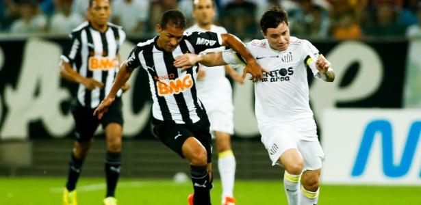 Negociação entre Cruzeiro e Eugenio Mena deve ser definida na tarde desta quarta-feira