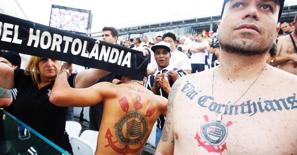 18.mai.2014 - Torcida do Corinthians faz a festa no Itaquerão para estreia oficial do time no estádio
