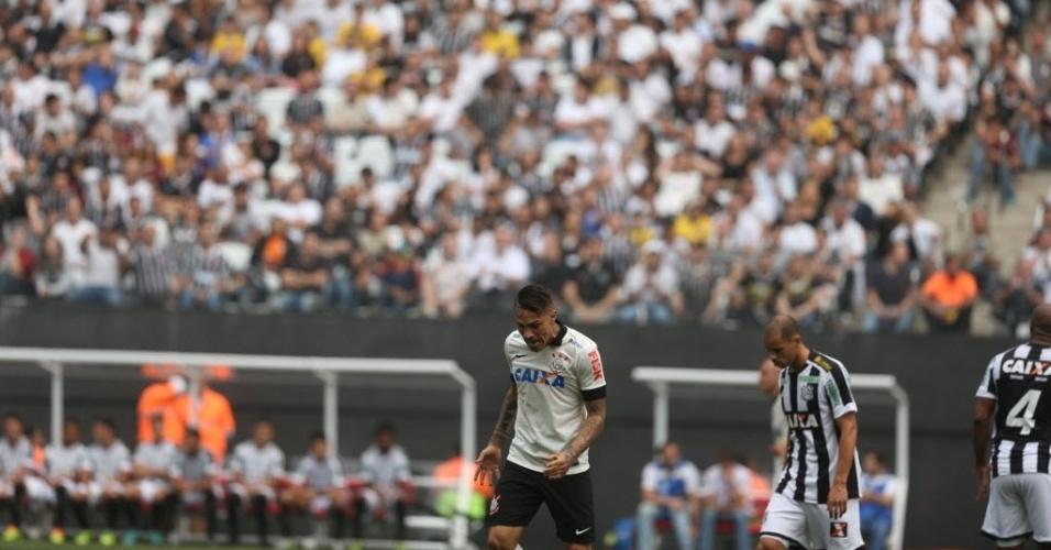 18.mai.2014 - Guerrero lamenta após desperdiçar chance na estreia do Itaquerão