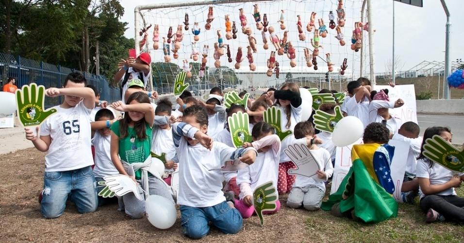 Protesto reúne mil no Itaquerão contra a exploração sexual infantil